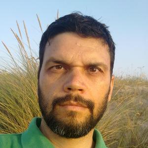 Júlio profile picture (square small)